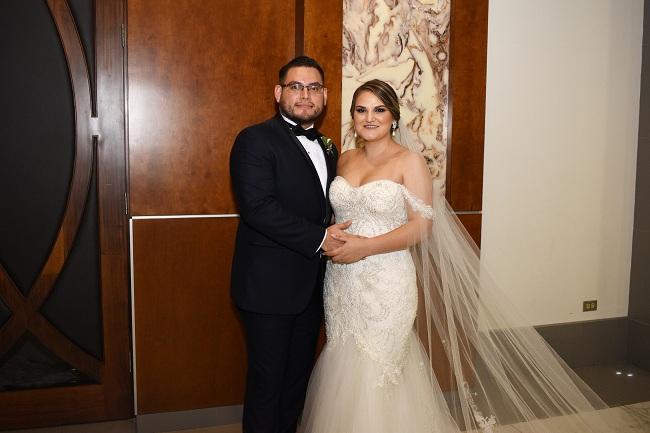 Dunia y Melvin: Rodeados de naturaleza y fantasía en su noche de bodas