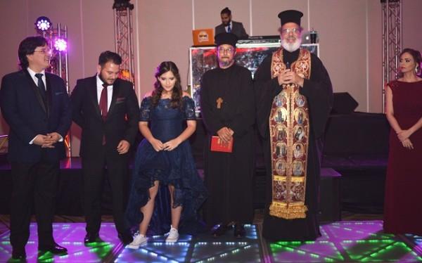 Durante la misa que ofició el reverendo Padre Jorge Faraj en honor a la quinceañera
