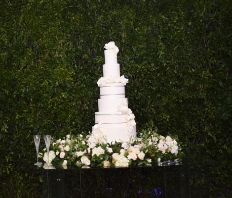 El delicioso pastel de bodas fue obra de Nadia Canahuati de Signature Cakes