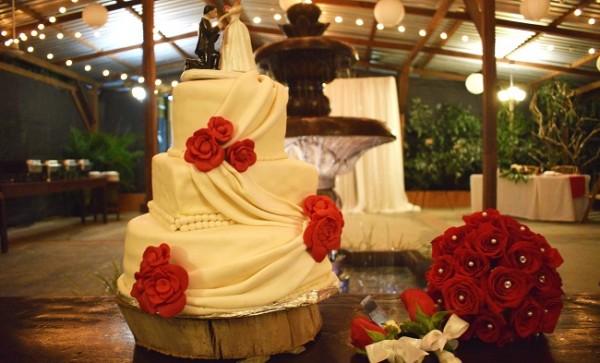 El exquisito pastel que disfrutaron los invitados a la boda.