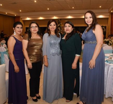 Erika Mejía, Jesse Padilla, Jackie de Mejía, Gloria Mejía y Nadia Burbara Cantarero