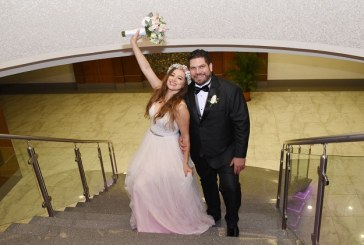Ruby y Felipe en su boda de inspiración vintage moderna