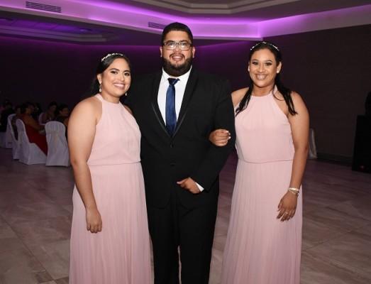 Gabriela Peña, Mario Peña y Licy Flores