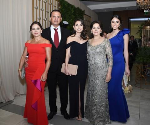 Gina, Constantino, Sofía, Adela y Paulina Pineda