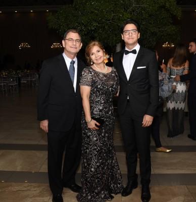 Giovanni Yuja, Conny de Yuja y Michael Yuja