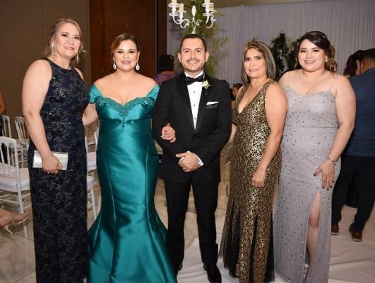 Glenda Salinas, la dama de honor, Alejandra Castellanos, Francel Santos, Miriam Pineda y María José Molina