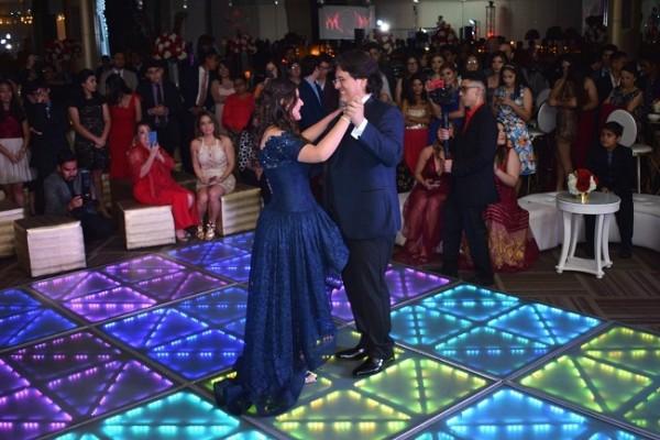 Isabella Marie junto a su padre, José María Deras, cuando bailaban el tradicional vals.