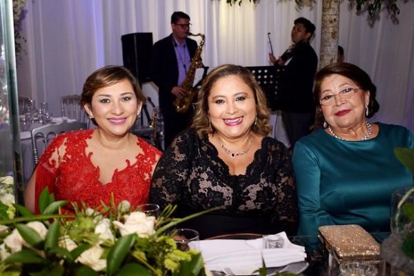 Jenny, Mirna y Paquita Carrión.