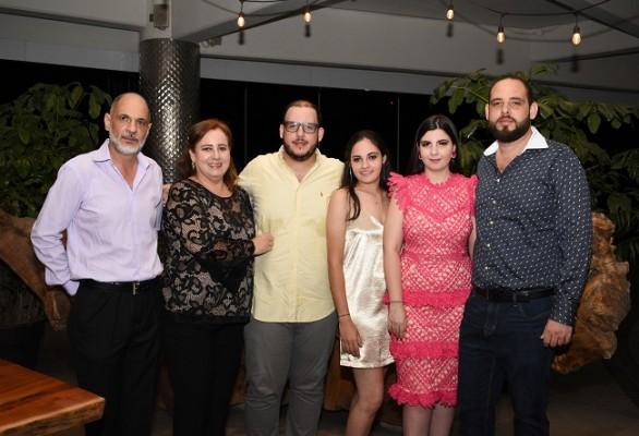 Jhonny Segebre y Mayela Sandino, Andrés, Ángela Sofía, Thiara y Gabriel Segebre