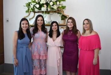 El jardín royal celebrando el bridal shower de Patty Zúniga