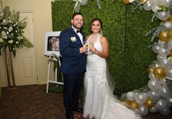 Jorge Eliecer García y Fany Carolina Hernández disfrutarán de su viaje de bodas proximamente...eligieron hacerlo en la isla Santorini, Grecia, celebrando así el cumpleaños de Fany.