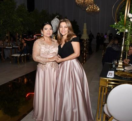 La madre del novio, Alejandrina Orellana Mejía y Alba Iglesias