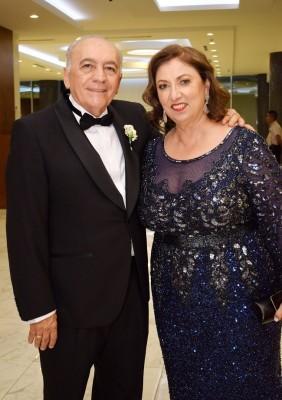 Los padres del novio: Reynaldo Casco y Ángela Bruni de Casco.