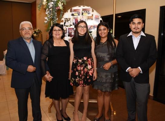 Marco Hernández, Azucena de Hernández, María José Hernández, Johanna Gutiérrez y Marco Hernández