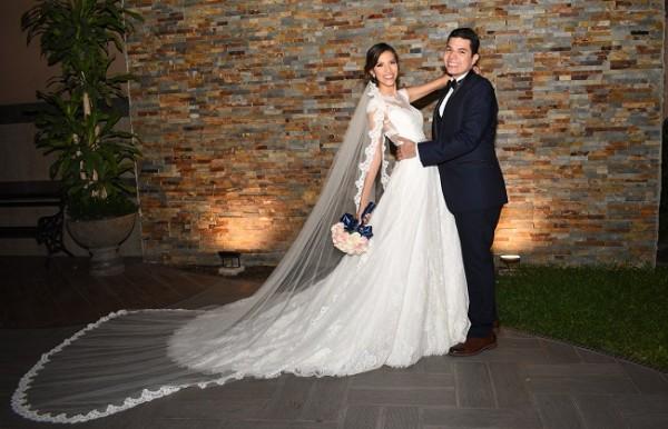 Omar Villanueva y Fanny Navarro fundieron sus destinos en una mágica noche de bodas