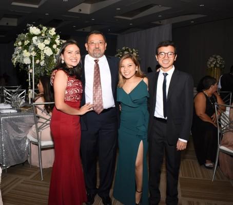 Sari Gómez, Donoso Cubero, Adriana Gómez y Brenedin Gómez