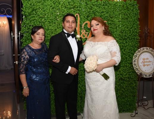 Suyapa Meléndez junto a su hijo, Alejandro Meléndez y Karen Burgos