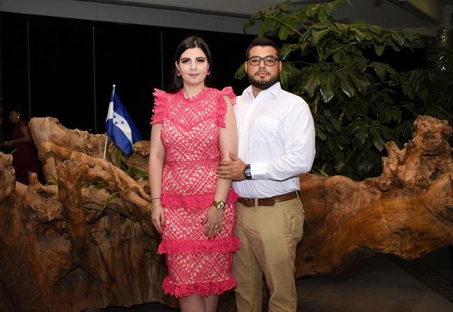 Thiara Segebre y Mario Landa Blanco celebran su compromiso matrimonial
