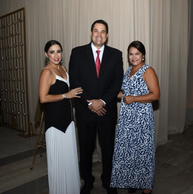Tricia y Roberto Matuty con Sadia Núñez