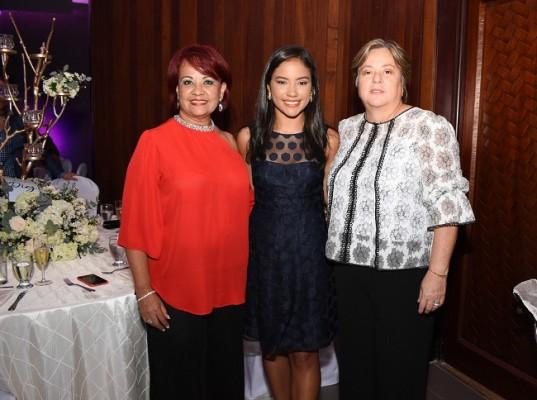 Verena Calix, Valentina Calix y Rosa María Colindres