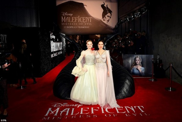Majestuosa Lucio Angelina Jolie En La Alfombra Roja Del
