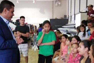 """Embajada de Honduras en México entrega ayuda humanitaria a migrantes """"catrachos"""" en Matamoros"""