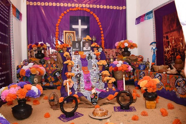 """Tradicional """"Altar del Día de Muertos"""" se exhibe en el Museo de Antropología de San Pedro Sula"""