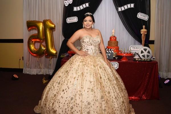 Ana Sofía estelarizó la mejor de sus facetas en su fiesta de 15 años al estilo Hollywood.