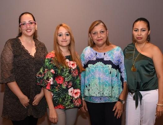Andrea Bustamante, Desiree Bustamante, Salomé Hernández y Fanny Wilkins