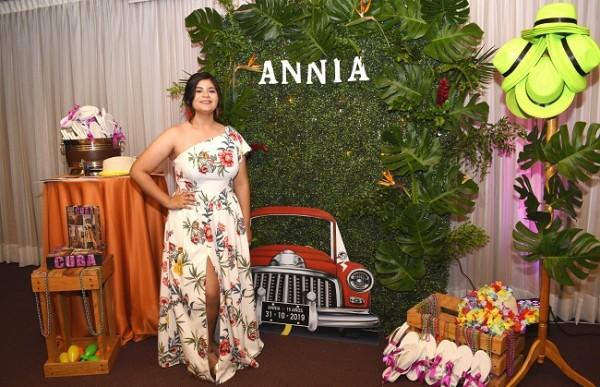 Annia Melissa Alfaro Alvarado en la celebración de sus 15 años de inspiración Havana Party´s