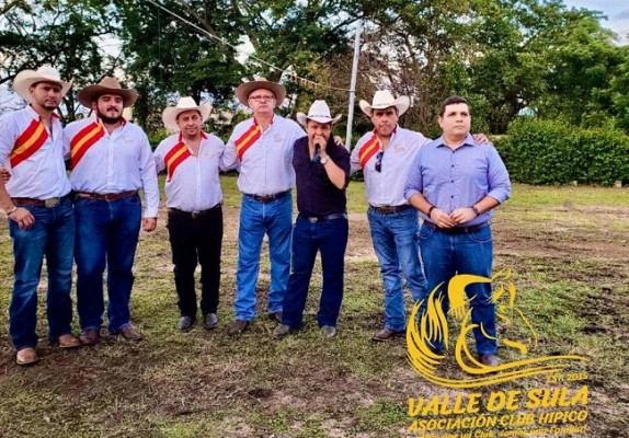 Recientemente, la Asociación Club Hípico Valle De Sula realizó una Carrera de Cintas en el Campo AGAS… Durante el evento hicieron una donación a los familiares del niño Jorge Andrés Carranza quien fue diagnosticado con cáncer…