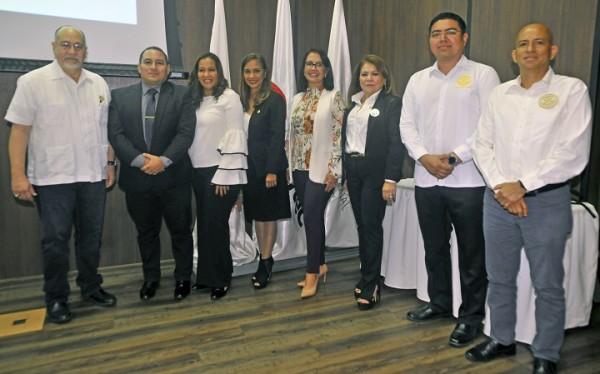 Autoridades de educación y los presidentes de los clubes rotarios del Vall