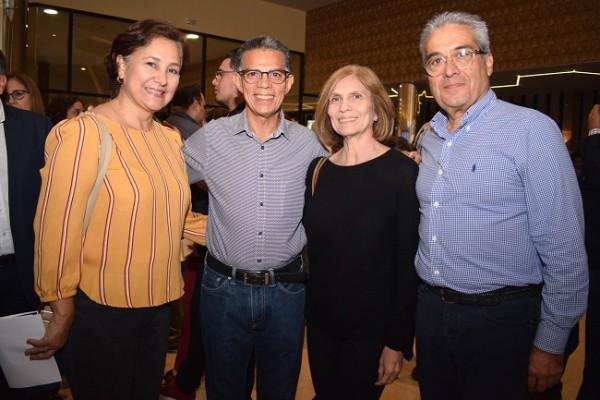 Bessy y Orlando Ortiz con Carmen María y Samuel Zuniga.