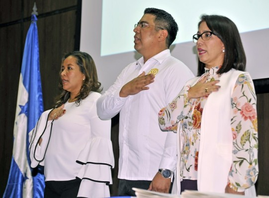 Carla Pantoja, Marlon Mejía y Carolina Costa.