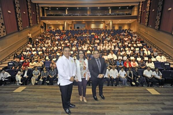 Carla Pantoja Vice Presidenta de UNITEC, SPS, Marlon Mejía y Milton Ayala