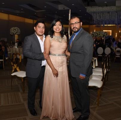 Carlos Hernández, Gabriela Gómez y Juan Morazán