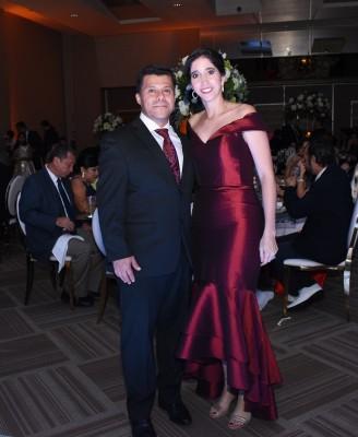 Carolina Canahuati de Ortíz y su esposo, Holvan Ortíz