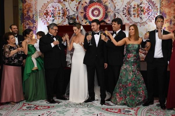 Con espumante champaña brindaron las familias Barletta-Kivett y Bendeck-Siercke, por la eterna felicidad de los novios