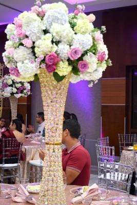 Con una apuesta natural en blanco con pinceladas en rosa, la estancia se mostró primorosamente ataviada