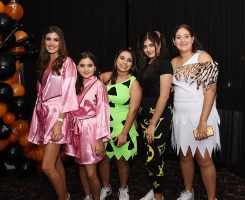 Daniela Piaggio, Valeria Pastor, Claudia Yacaman, Juliette Handal y Leyla Paredes