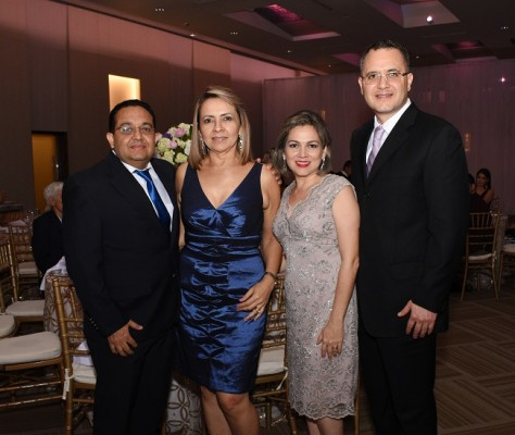 Diógenes Chávez, Sandra de Chávez, Pilar y Erick Cruz