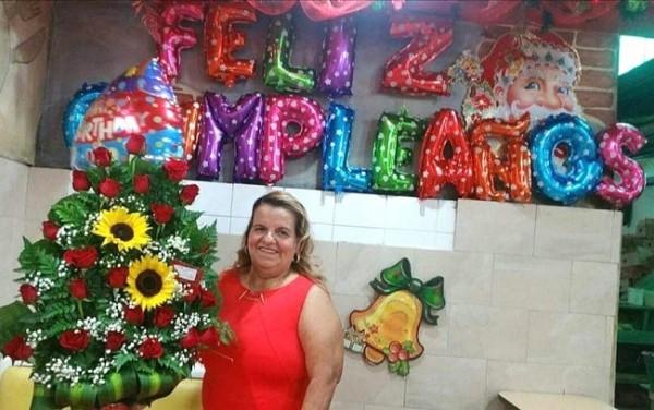Doña Estelina Madrid muy feliz en su cumpleaños.