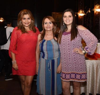 Eblin Martínez, Aleyda Murillo y Antonella Escobar