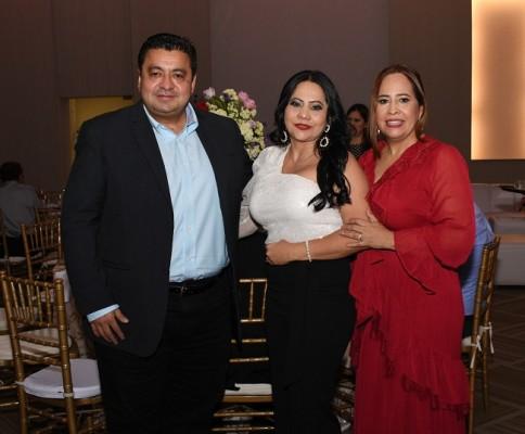 Eduardo Lontero, Isis de Lontero y Alicia Franco de Figueroa