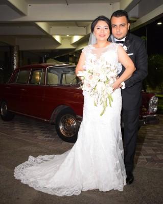 Edwin Torres y Paola Méndez lucieron fabulosos en su noche de bodas.