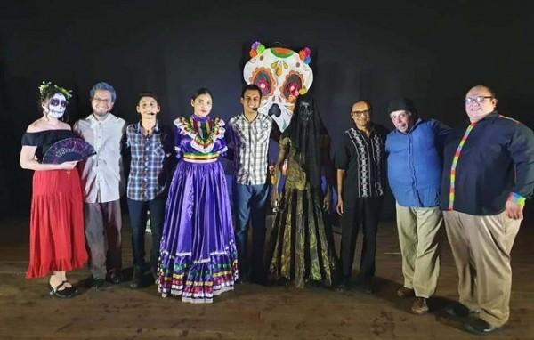 El genial Damario Reyes y Proyecto Teatral Futuro se lucieron en la velada cultural del país azteca ¡Bravo!