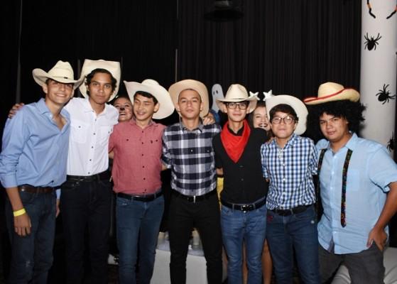 El grupo de los vaqueros causó sensación en la Halloween Party 2020 de la EIS