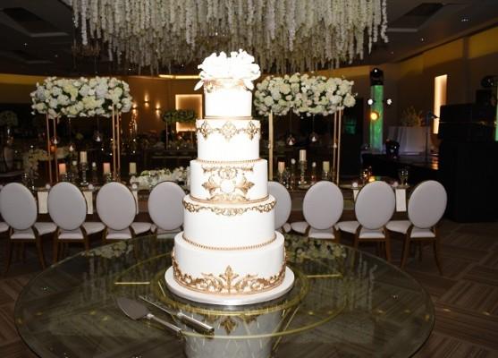 El pastel de bodas fue creación de Nadia Canahuati de Signature Cakes.
