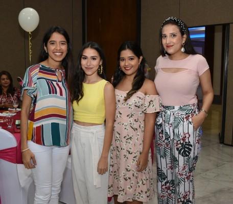 Elena Paredes, Victoria Lupi, Gabriela Sánchez y Andrea Contreras