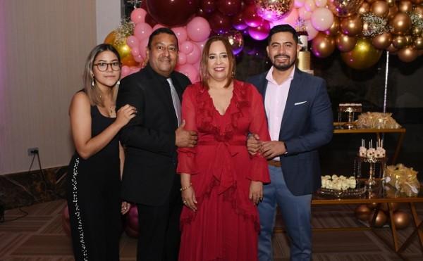 En una fotografía familiar, Zoila María y su padre, Ramón Figueroa, Alicia Franco de Figueroa y su hijo, Eduardo José